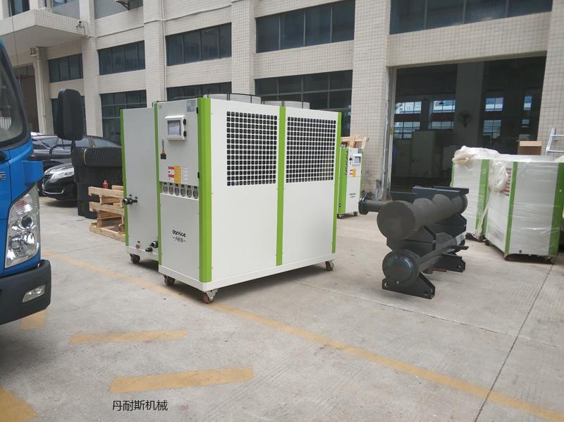 冷水机组对真空镀膜机的重要影响
